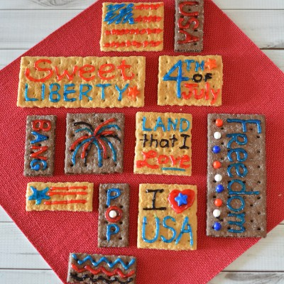 Edible Patriotic Messages on Graham Crackers