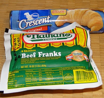 Halloween Appetizer-Snack: Crescent Mummy Dogs