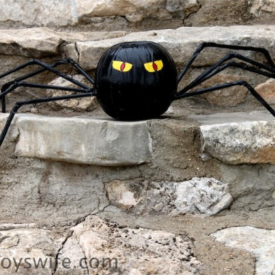 Halloween Spider Using Duct Tape