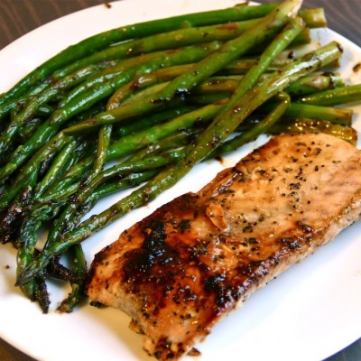 Healthful Eating: Lemon Peppered Salmon with Asparagus